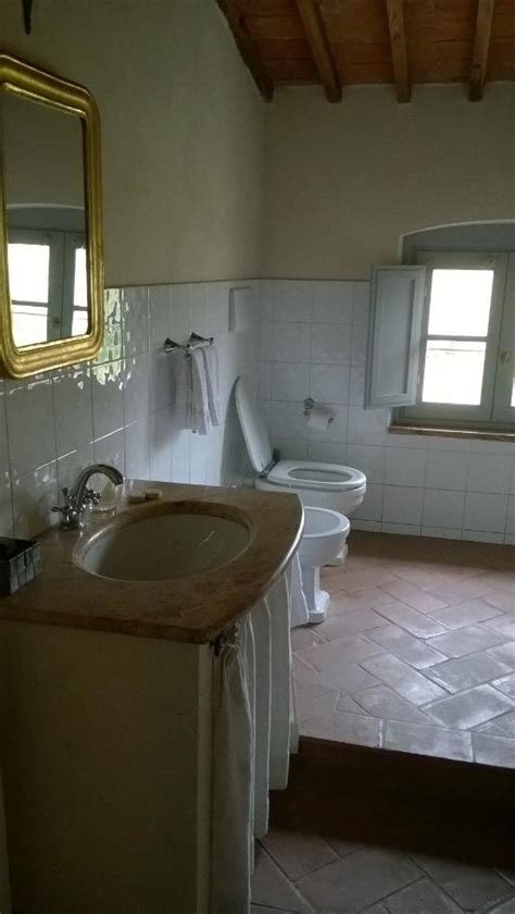 bella bathrooms reviews bella di ceciliano updated 2017 guesthouse reviews