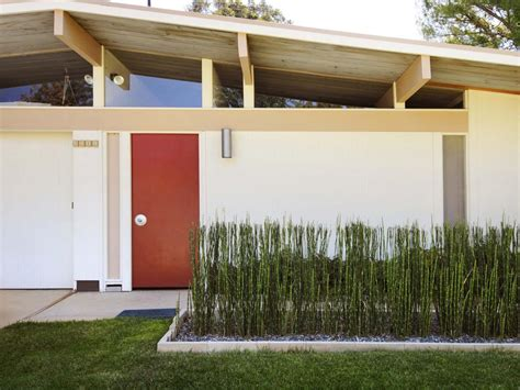 modern home landscaping curb appeal tips for midcentury modern homes hgtv