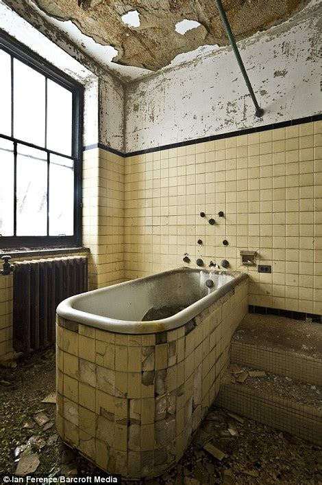 island eerie pictures of abandoned new york