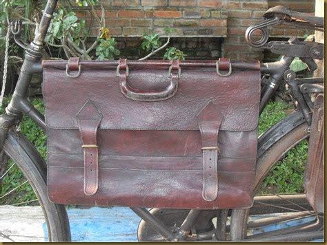 Tas Gantung Sepeda koleksi barang antik tas gantung kulit tua