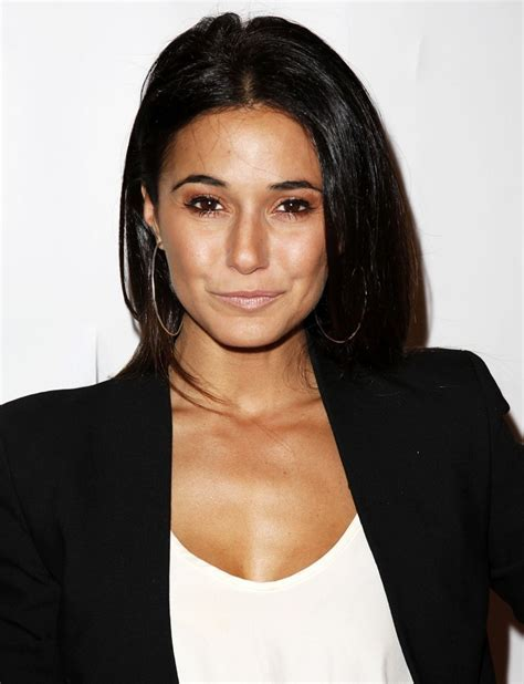 Photo Gallery: Emmanuelle Chriqui ? WeNeedFun