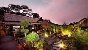 villa de luxe avec un jardin zen et design japonais 224