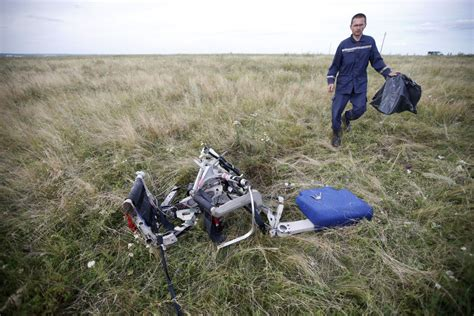 malaysia airlines mh 17 crash haunting photos of malaysian airlines flight mh 17 crash