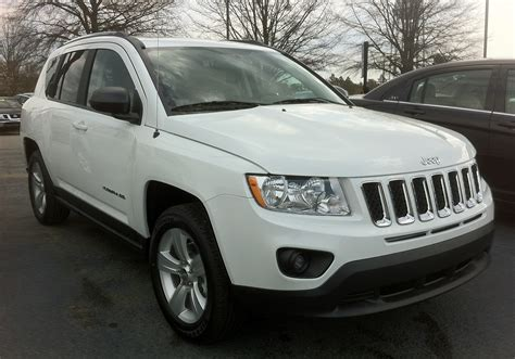 suv jeep white file 2012 jeep compass suv white in aberdeen nc jpg