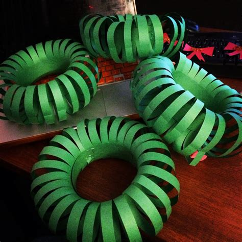 How To Make A Wreath Out Of Paper - tis the season wreaths door decs just keep