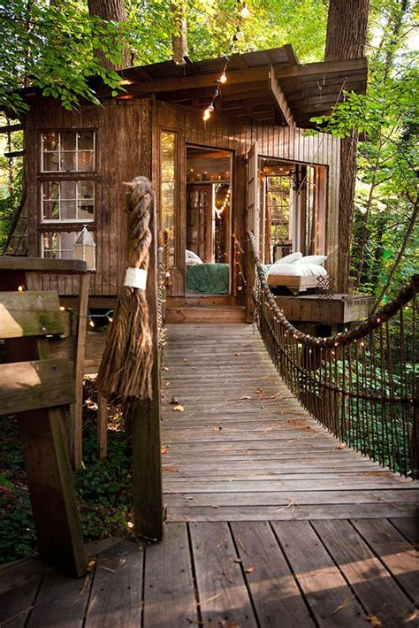 magical treehouse getaway  atlanta surrounded  forest