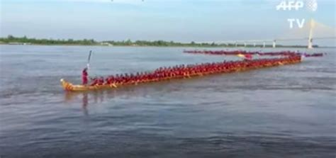 dragon boat world record cambodia sets new record for world s longest dragon boat