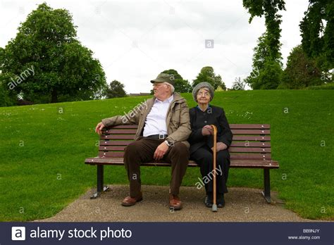couple on park bench elderly couple on bench www pixshark com images