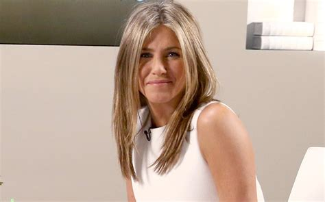 what is the formula to get jennifer anistons hair color jennifer aniston has donated 1 million to puerto rico to