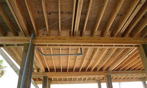 soffitto con travi travi travi da costruzione tipologie di travi