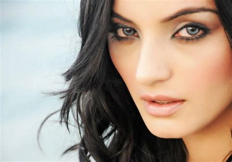 Sadia Khan Biography, Profile And Pictures 012   Life n Fashion