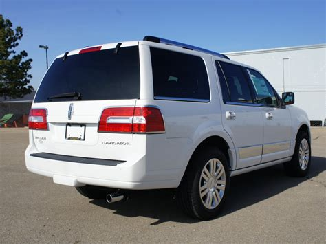 2013 lincoln navigator review the car connection 2013 lincoln navigator review ratings