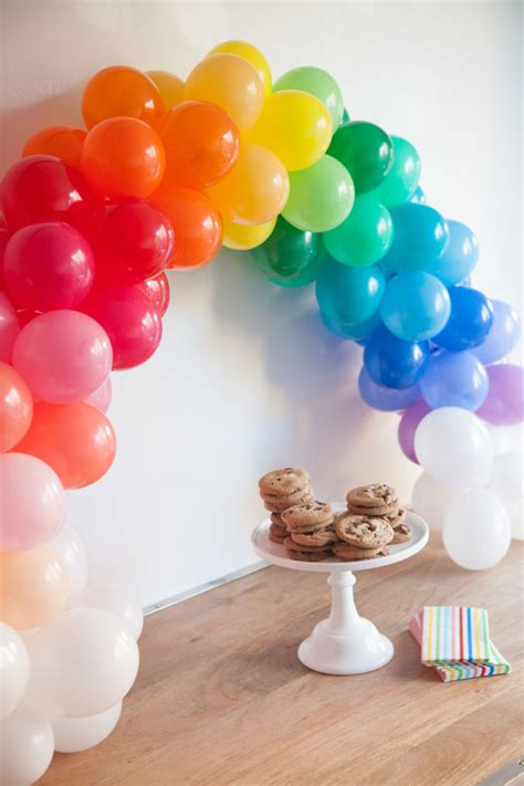 Mini rainbow balloon arch diy