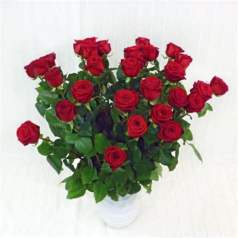 fiori a gambo lungo 30 rosse a gambo lungo fiorista della santa