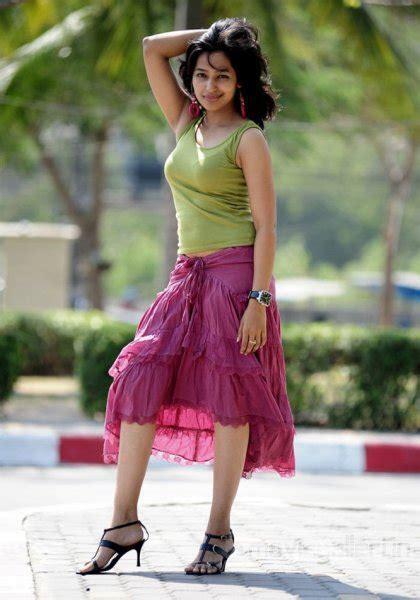 actress teertha  hot stills photo gallery
