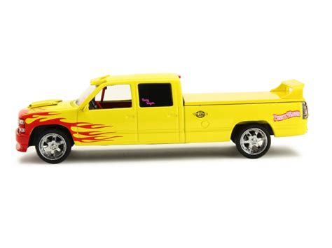 Greenlight 1 43 Chevrolet Silverado Wagon Kill Bill Diskon chevrolet c 2500 crew cab silverado 1997 greenlight
