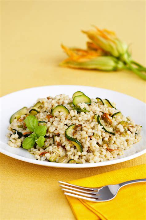 ricette primi piatti con fiori di zucca orzotto con zucchine e fiori di zucca sale pepe