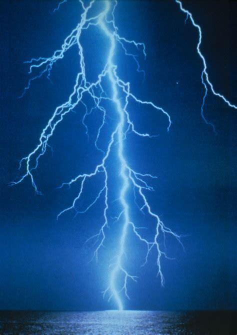 Lightning Light Volcanic Lightning Eyjafjallaj 246 Kull And How It Works