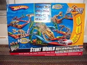 Hot Wheels DINO Stunt World for sale in Guelph, Ontario