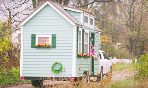Tiny Home Communities For Seniors Savvy Seniors Are Buying Tiny Homes To Enjoy Their Golden