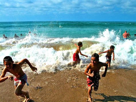 Imagenes De Niños Jugando En La Playa | ni 241 os jugando en la playa imagui