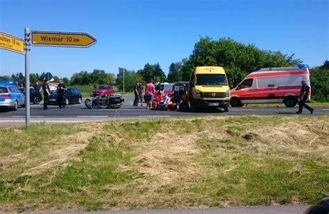 Motorradunfall Norderstedt by Pol Hro Schwerer Motorradunfall Bei Gramkow Lk Nwm