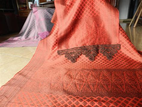Songket Suji Palembang Merah kain songket dan tenun silungkang kain songket pandai