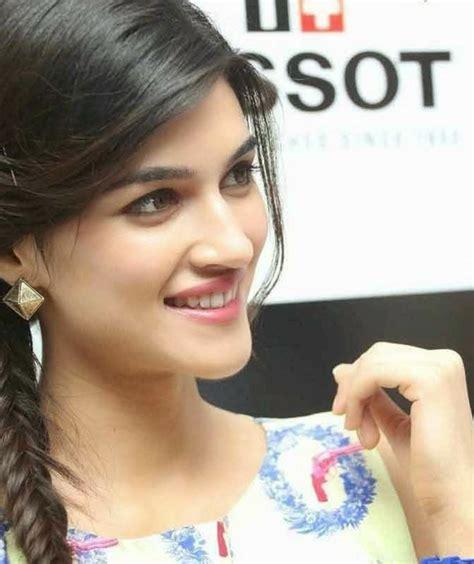 bollywood heroines romantic pics super cutest pics of bollywood actress kriti sanon