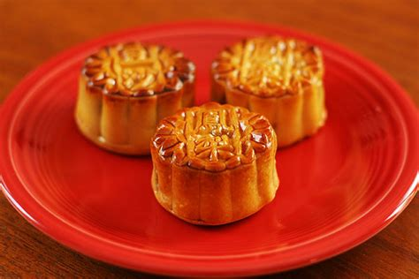 new year moon cake ways to celebrate the mid autumn moon festival hapamama