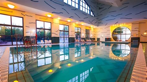 new york hotels with the best indoor pools the brothers pools at disney s hotel new york disneyland paris