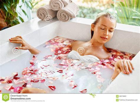 beautiful bath spa flower bath aromatherapy relaxing bathtub