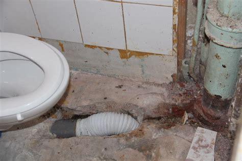 nieuwe afvoer toilet afvoer en waterleiding fonteintje aanleggen werkspot