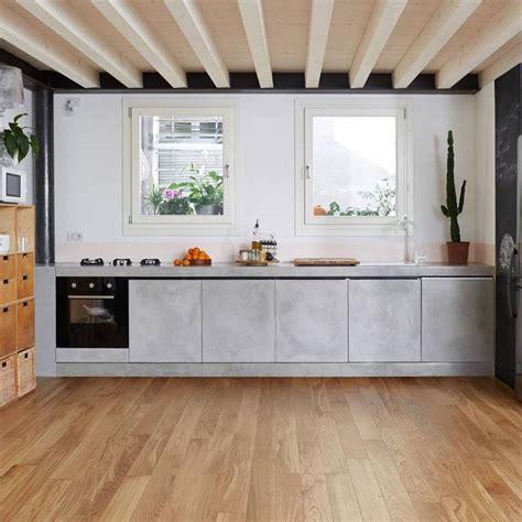 cucina con parquet come integrare il legno in cucina idee ristrutturazione