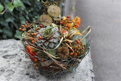 Drahtkorb Garten Deko by Herbstdekoration In Drahtkorb Fall Floral