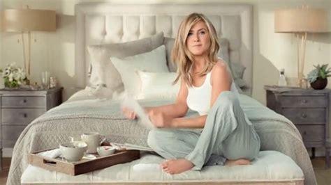jennifer aniston bedroom aveeno positively radiant daily moisturizer tv commercial