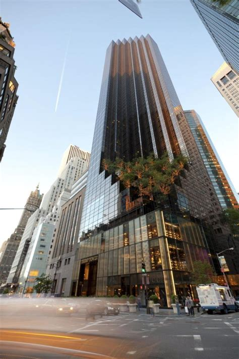 pictures of trump tower new york see it man scales trump tower in manhattan using suction