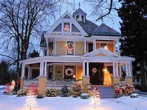 Beautiful Christmas Homes Decorated by Beautiful Christmas Exterior Home House Image