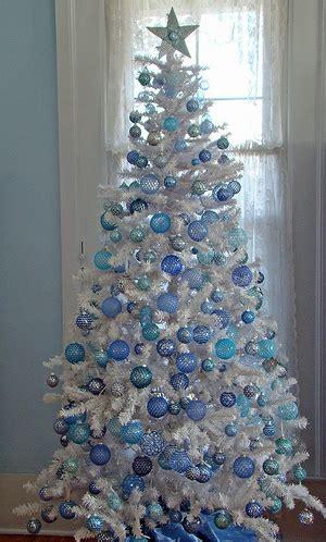 how do you decorate a white christmas tree