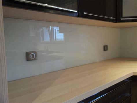 cr馘ence cuisine en verre credence en verre cuisine solution sur mesure exemple
