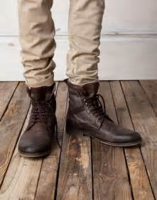 i need help finding a pair of light combat boots similar