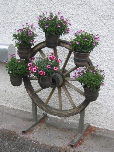 Gartendeko Wagenrad by Alte Gartenger 228 Te Deko Liebhaber Alter Gartendeko