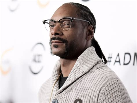 snoop dogg bathtub celebrities blazing a trail in the legal weed industry