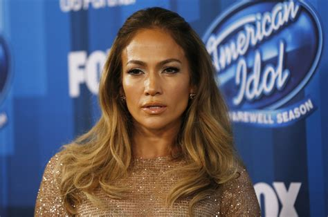 biography in spanish on jennifer lopez watch video jennifer lopez gives a glimpse of her new