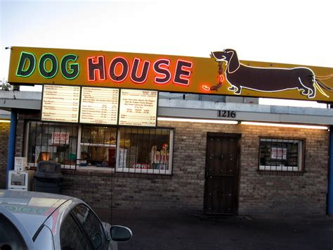 dog house albuquerque file albuquerque doghouse restaurant jpg wikimedia commons
