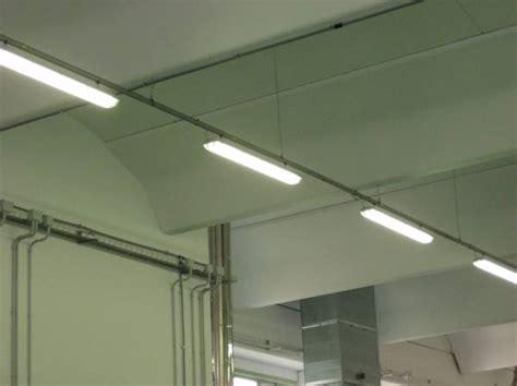 lada led per specchio bagno blindo luce con plafoniere blindo luce con plafoniere