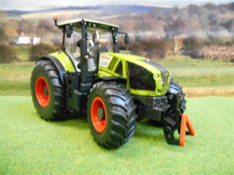 Siku Scheune 1 32 by Siku Claas Axion 950 4wd Tractor 1 32 3280 Boxed New