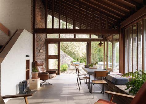 award winning renovation slashes mid century home s carbon