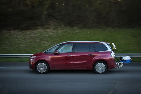 peugeot world peugeot publishes real world fuel economy figures for 2008