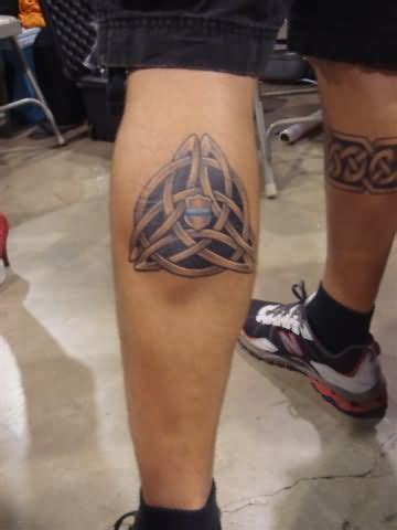 tribal tattoo knee celtic design on knee