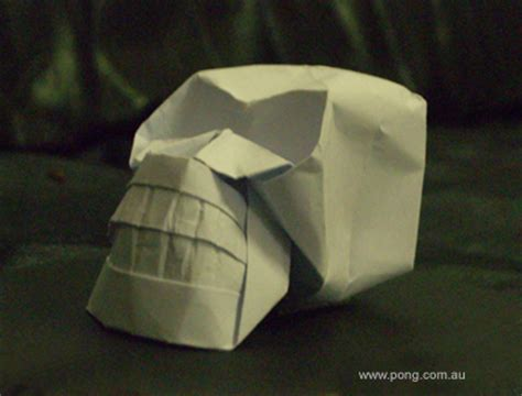 Skull Origami - elvis sculpture